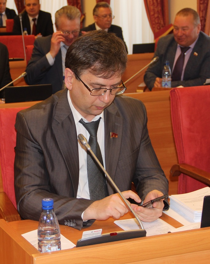 Неудобные вопросы губернатору: о региональном операторе «Хартия»