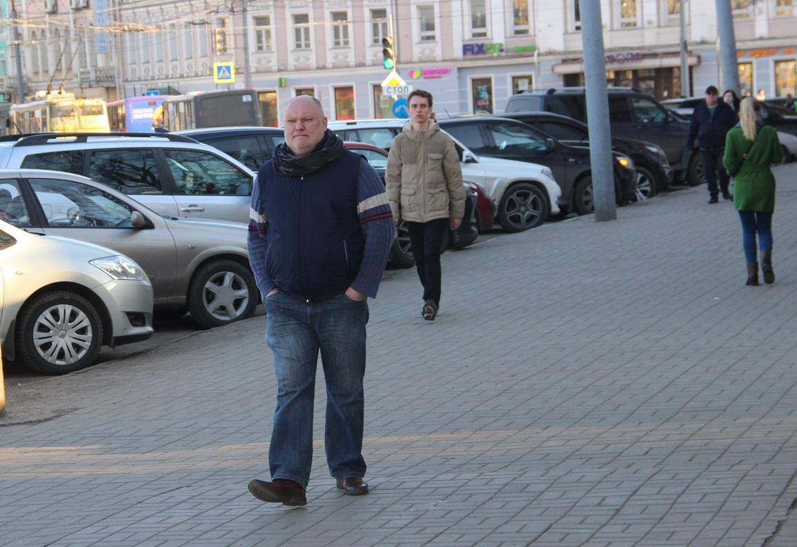 Пришел депутат Дмитрий Петровский