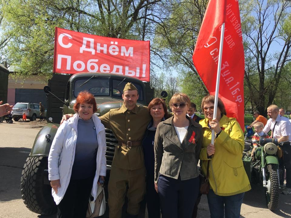Под красным флагом КПРФ