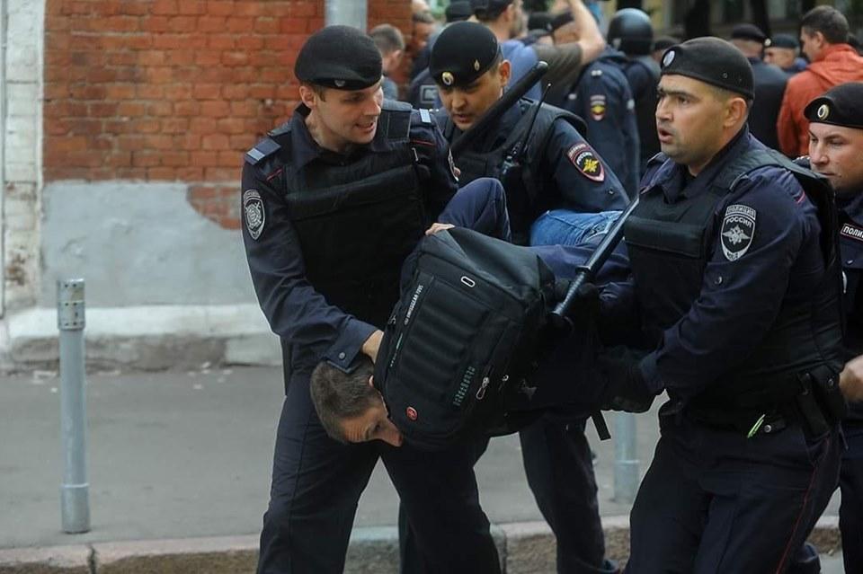 В Москве разогнали не согласованную с властями акцию (видео)