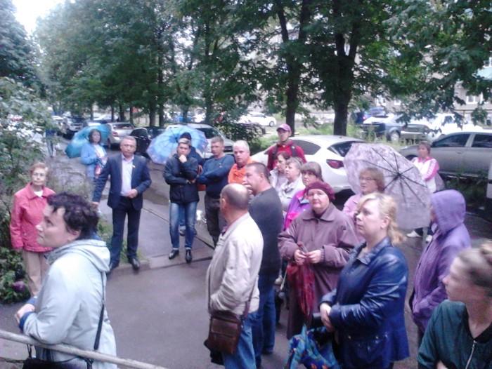 В Рыбинске состоялась встреча жителей микрорайона Веретье с депутатами по вопросу сохранения березовой рощи.