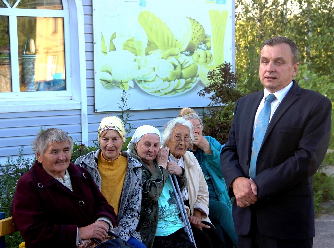 Жители села целый час делились с депутатом-коммунистом своими проблемами