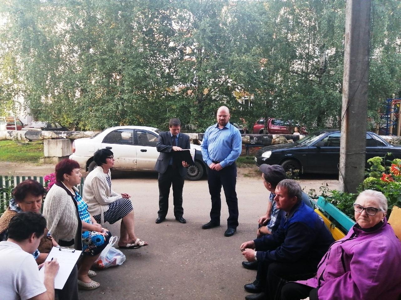 Кандидат в депутаты от КПРФ провёл встречу с жителями Карачихи