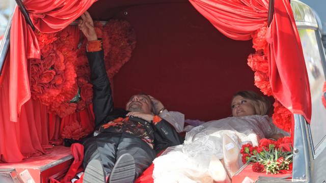 Невеста из катафалка была кандидатом в президенты страны