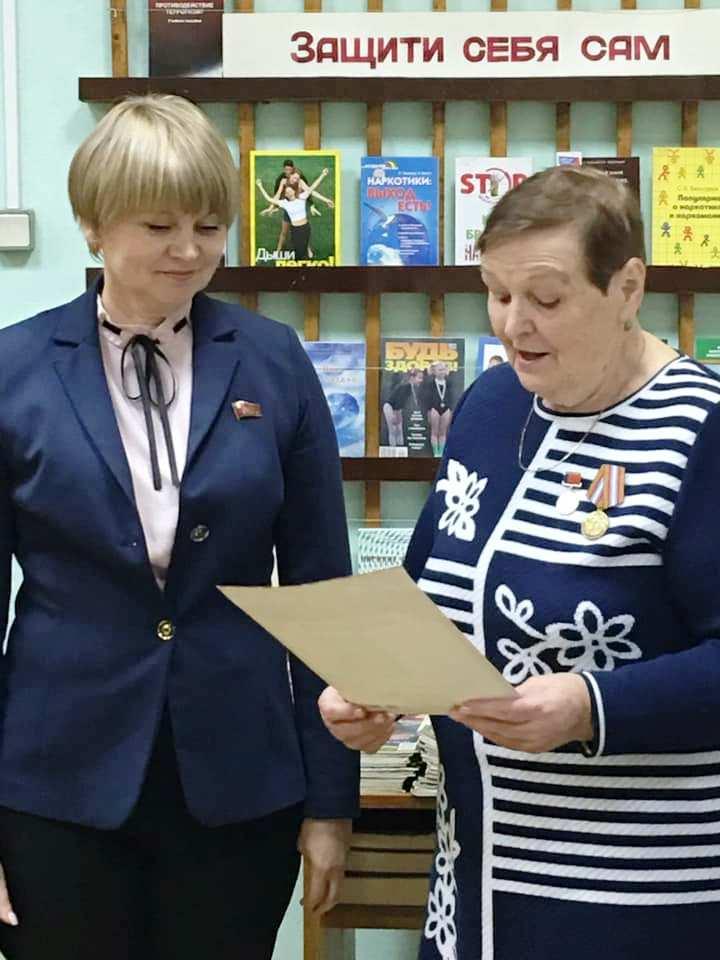 Ветеранов педагогического труда наградили медалями ЦК КПРФ «Дети войны»