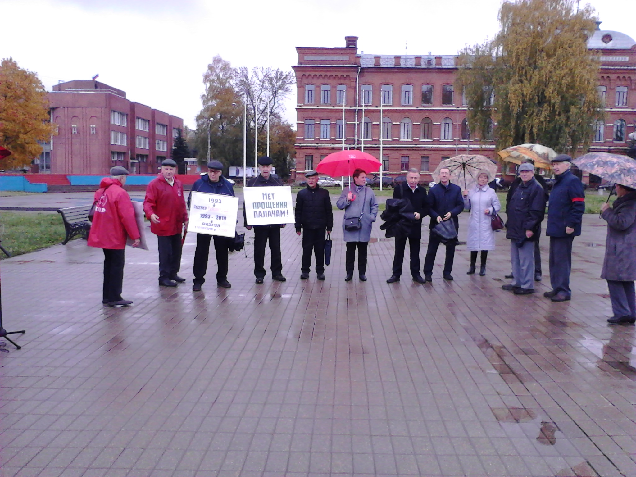 4 октября рыбинский горком КПРФ провел митинг в связи с очередной годовщиной – расстрела демократии Верховного Совета РСФСР в 1993 году.