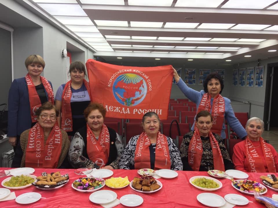 Депутат-коммунист поздравила женщин Ленинского района с Днем матери
