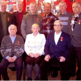 Г.Ф. Адомайтис и М.А.Боков среди ветеранов партии и труда после награждения медалями ЦК КПРФ