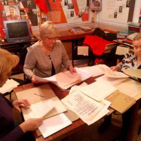 Идет подготовка документов в архив
