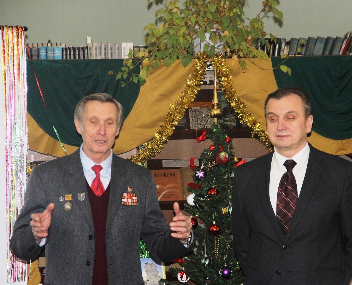 Валерий Байло встретился с ветеранами, вручил награды ЦК КПРФ и новогодние подарки