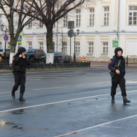 Наряд полиции мчится на вызов