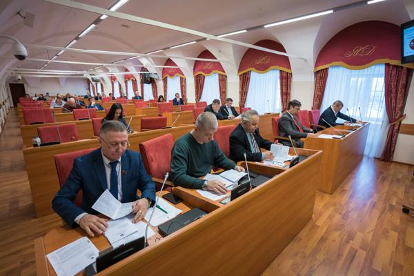 Профильный комитет поддержал две поправки коммунистов