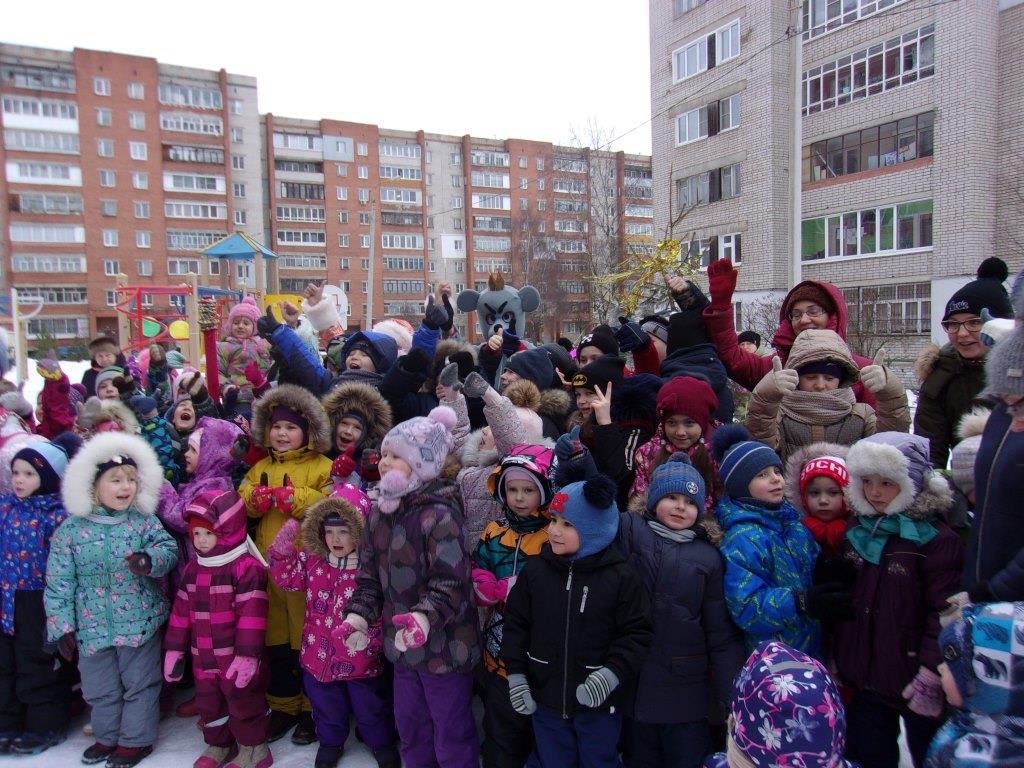 Команда райкома Дзержинское-Южное продолжила проведение  новогодних  елок