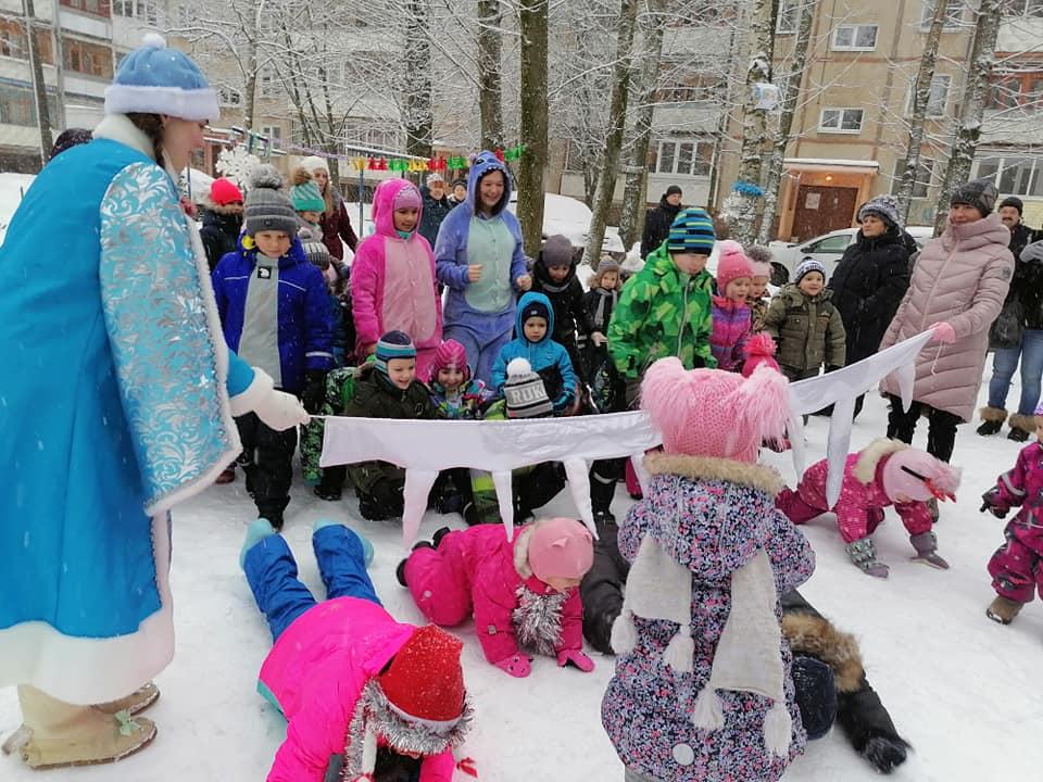 Коммунисты Дзержинского-южного РК провели новогодние праздники во дворах