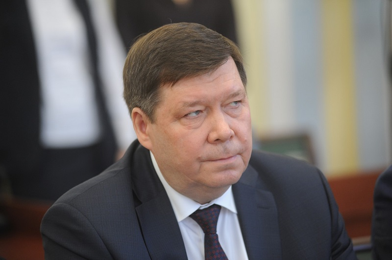 С должности помощника министра России — в заместители председателя правительства области