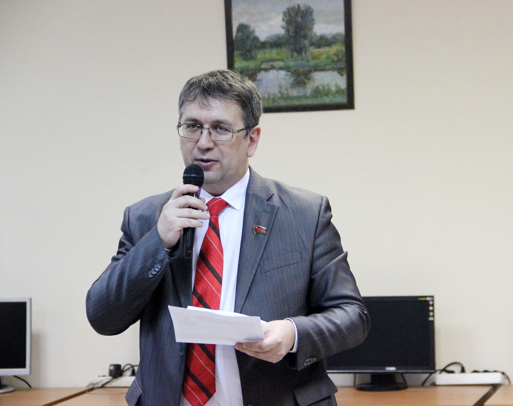 Депутаты КПРФ поздравили женщин Заволжского района с 8 марта
