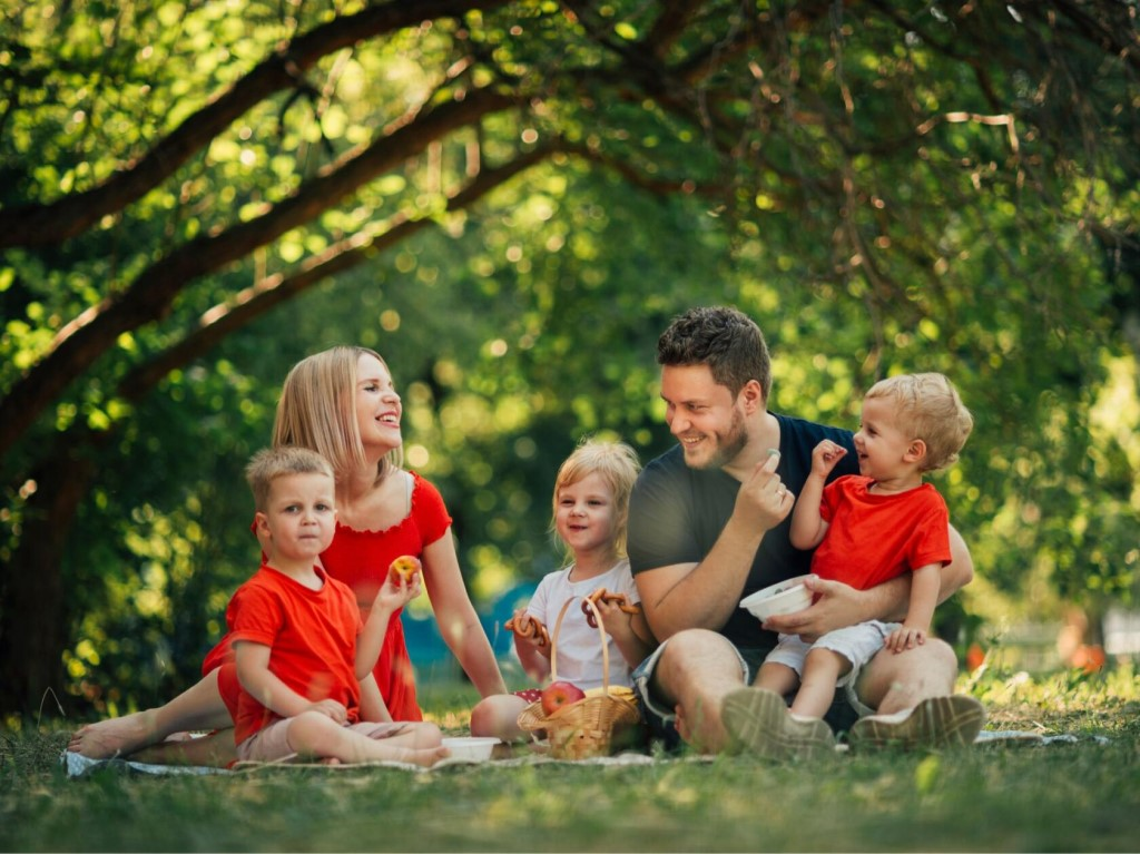Многодетные родители требуют увеличить детские пособия