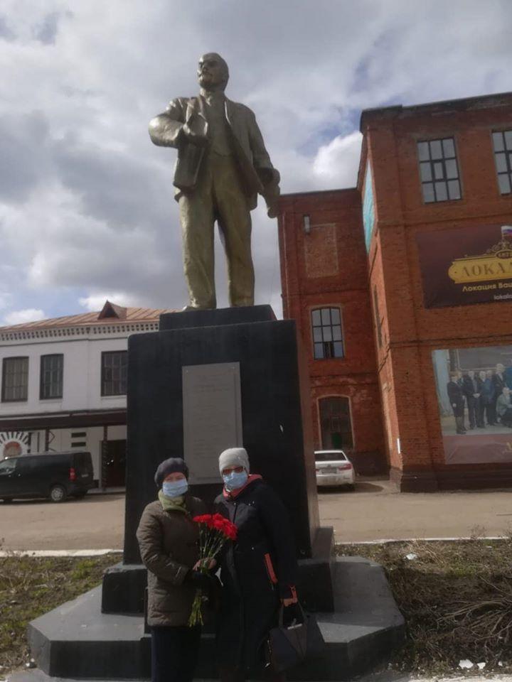 Коммунисты Гаврилов-Яма возложили цветы к памятникам В.И.Ленина