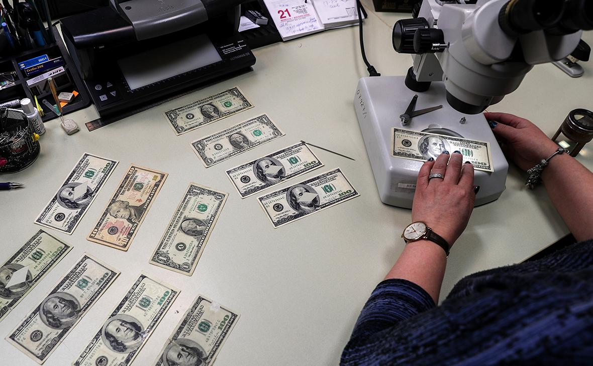 В марте россияне сняли с банковских вкладов 5 миллиардов долларов