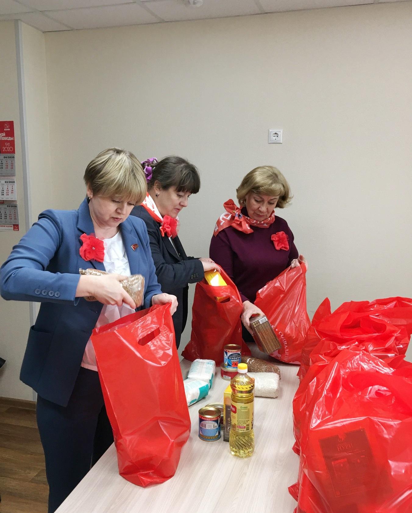Депутат-коммунист Елена Кузнецова оказала помощь многодетным семьям Ярославля