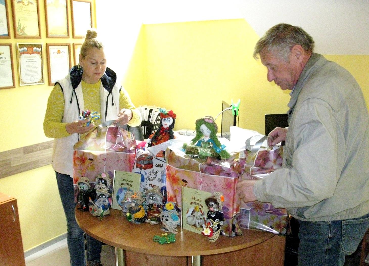 В День защиты детей коммунисты помогают многодетным семьям