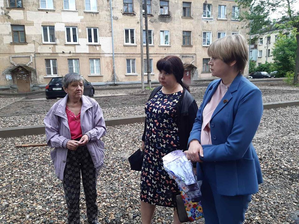 Елена Кузнецова встретилась с жителями Ленинского района, чтобы обсудить ход ремонтных работ по благоустройству дворов