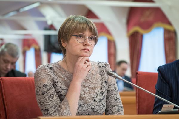 Депутат-коммунист Елена Кузнецова выступила на очередном заседании Ярославской областной Думы