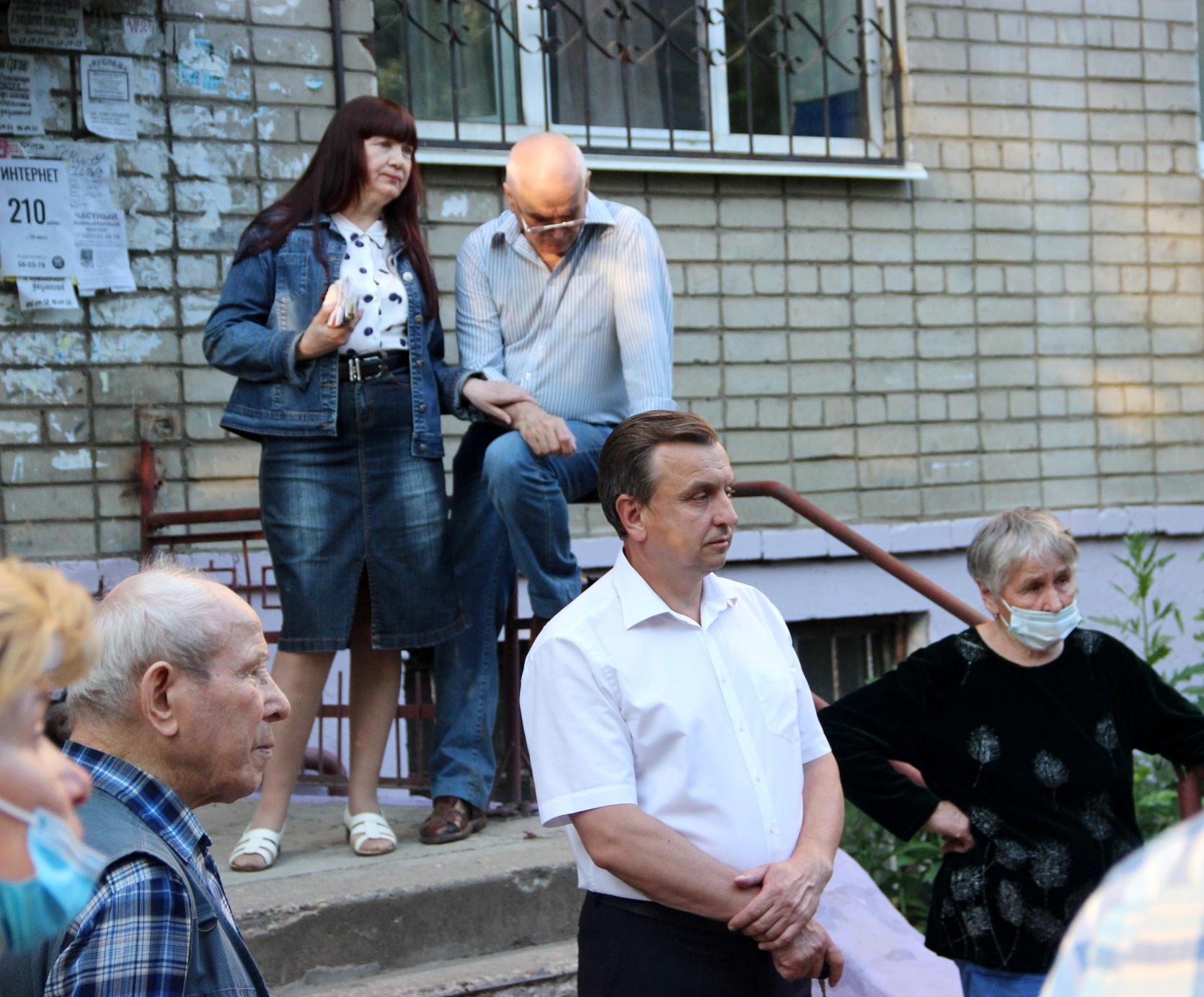 Депутат-коммунист встретился с жителями Дзержинского района (фоторепортаж)