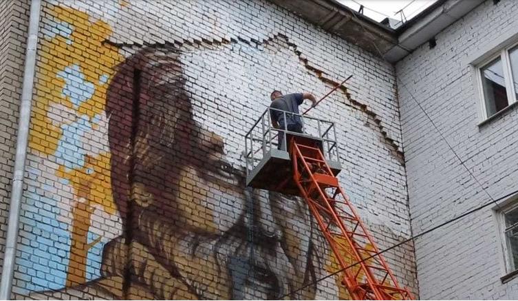 Портрет Солженицына в Твери закрасили по требованию жителей дома