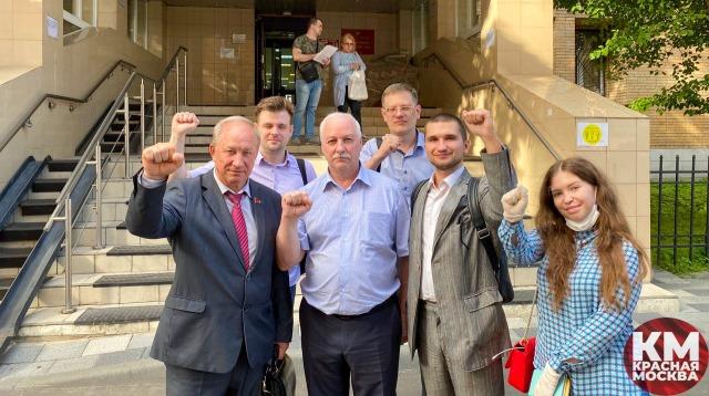 «Суд выигран!» Руководителя фракции КПРФ в МГД не оштрафуют за праздник в День Победы