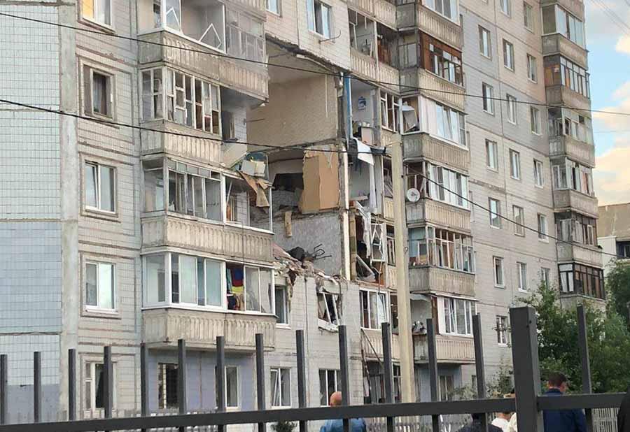 В Ярославле от взрыва газа в доме обрушились три этажа (видео)
