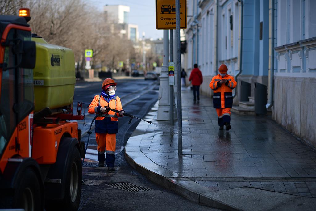 Пенсионеров в Москве вновь отправляют на домашний карантин