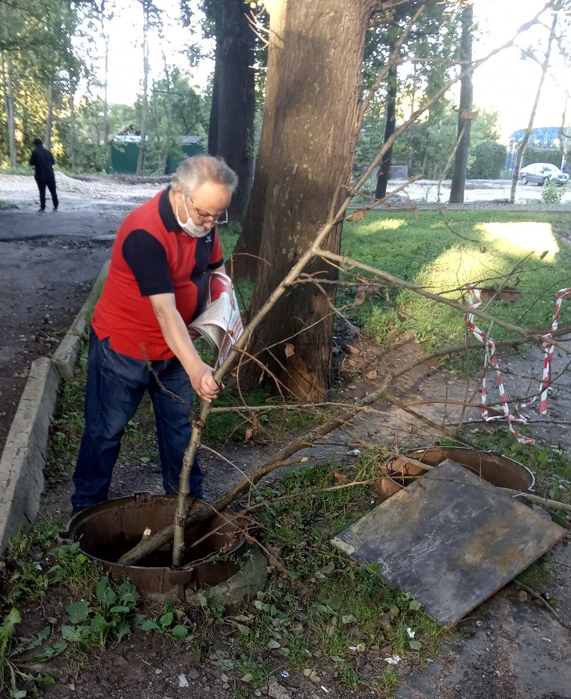 Депутат-коммунист Дмитрий Яковлев против открытых канализационных люков