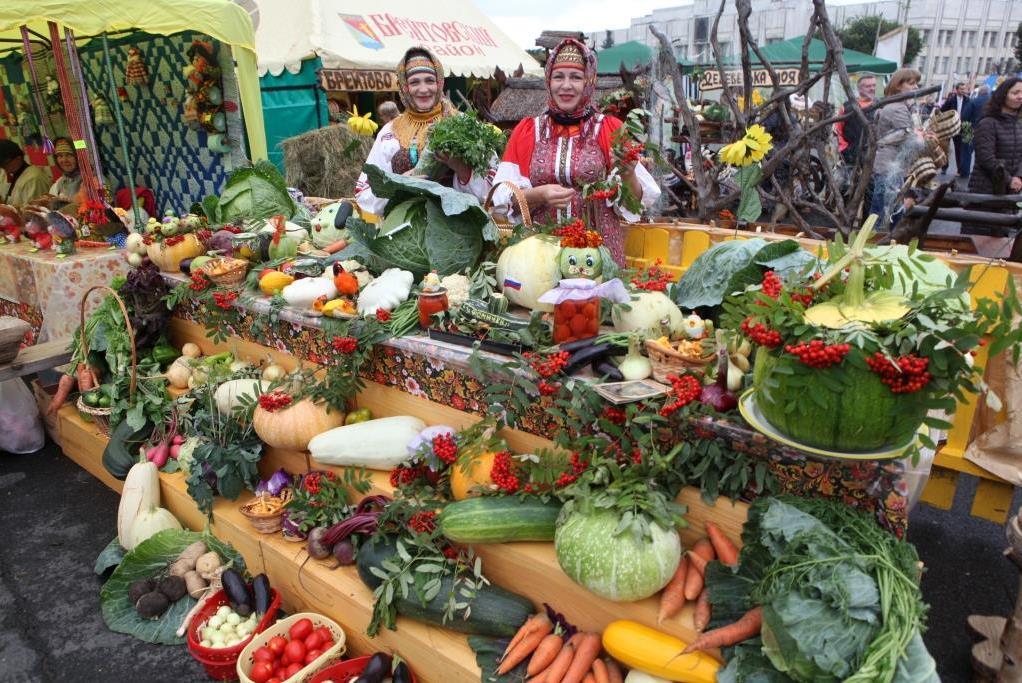 На Советской площади Ярославля открылась трехдневная осенняя ярмарка продуктов
