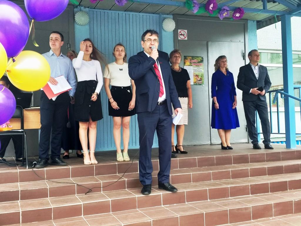 ЭЛЬХАН МАРДАЛИЕВ поздравил учеников и педагогический коллектив  школы № 52 с ДНЁМ ЗНАНИЙ!