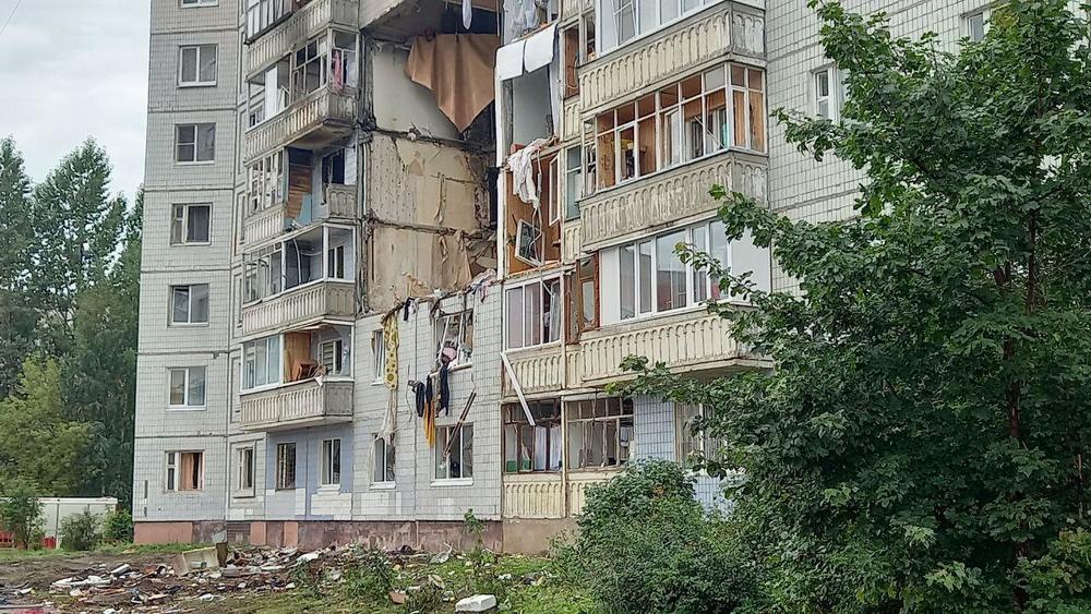 Вот уже четвертую неделю жители дома № 5 корпус 2 по улице Батова в Ярославле остаются без жилья