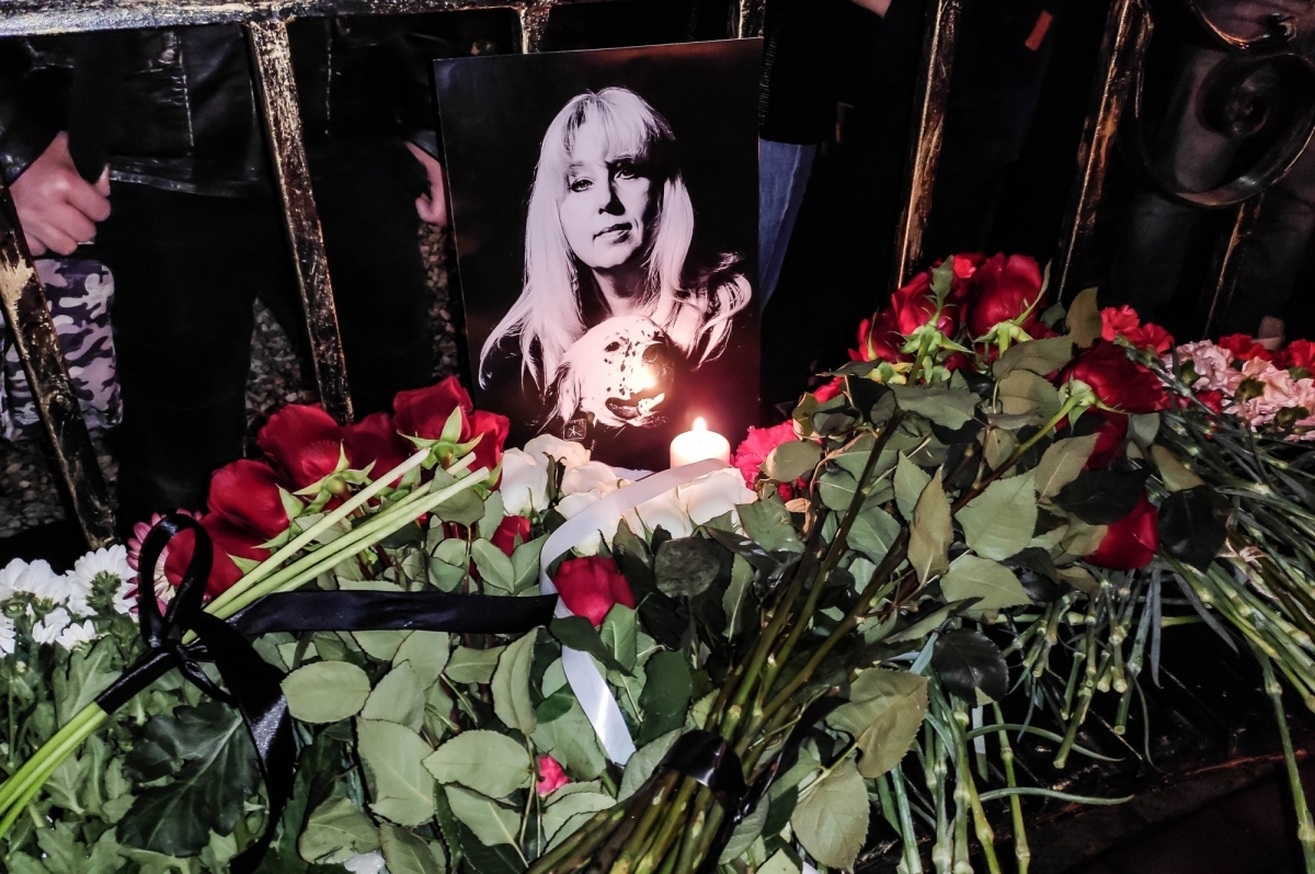 Нижегородская журналистка Ирина Славина подожгла себя возле здания МВД и погибла