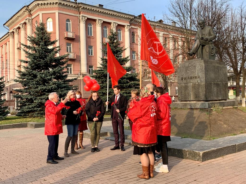 С праздником! С Днем Ленинского Комсомола! Ленин! Партия! Комсомол!