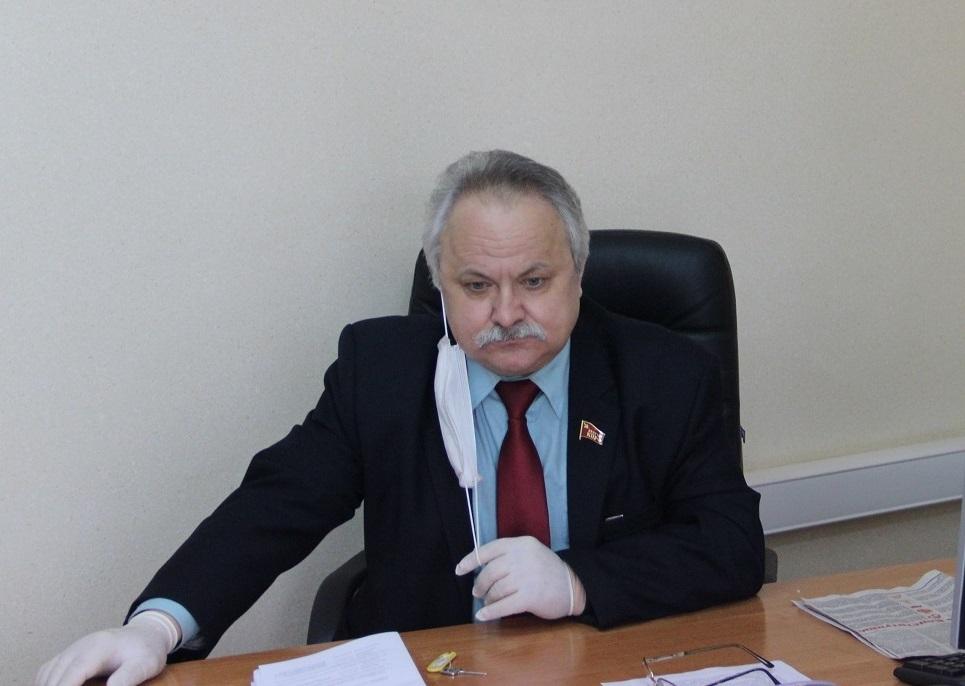 Депутат-коммунист добивается ремонта дорожного покрытия