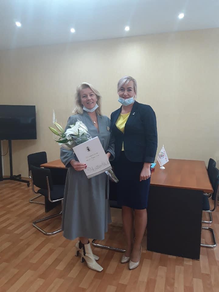 Наталия Бобрякова поздравила педагогический коллектив школы № 2 с днем учителя