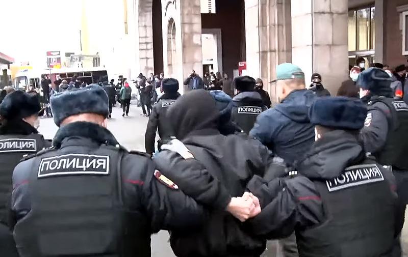 В центре Москвы задержали около 40 участников «Русского марша»