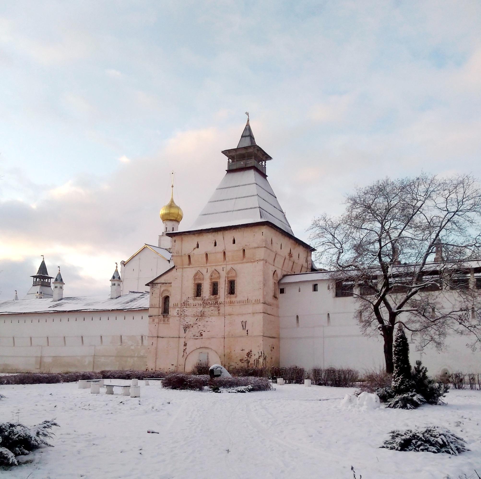 Куда отправятся москвичи на новогодние праздники? Может, в Ростов или Ярославль?