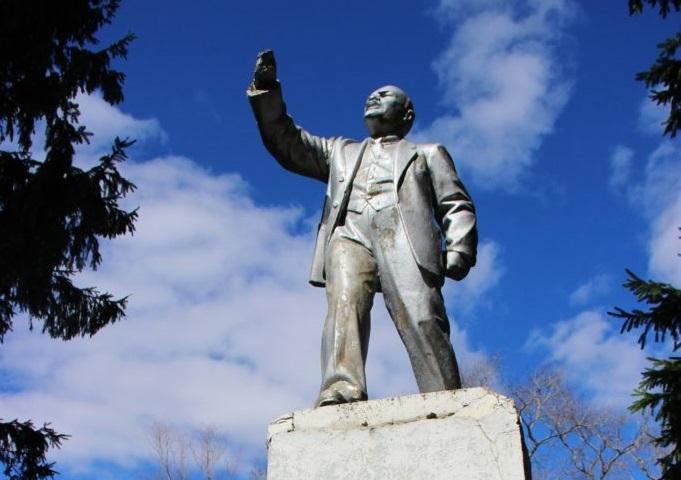 Памятник В. И. Ленину отремонтируют — как только у мэрии появятся деньги