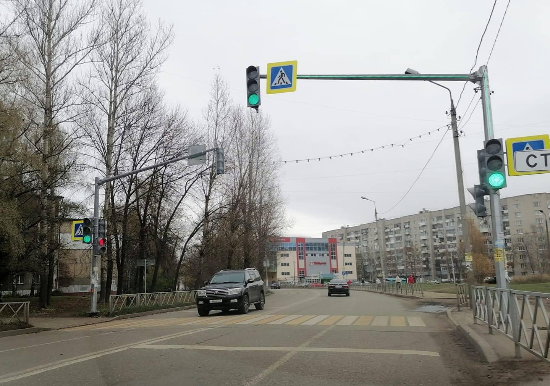 Депутат КПРФ помог с установкой светофора на опасном участке дороги, родители говорят спасибо!