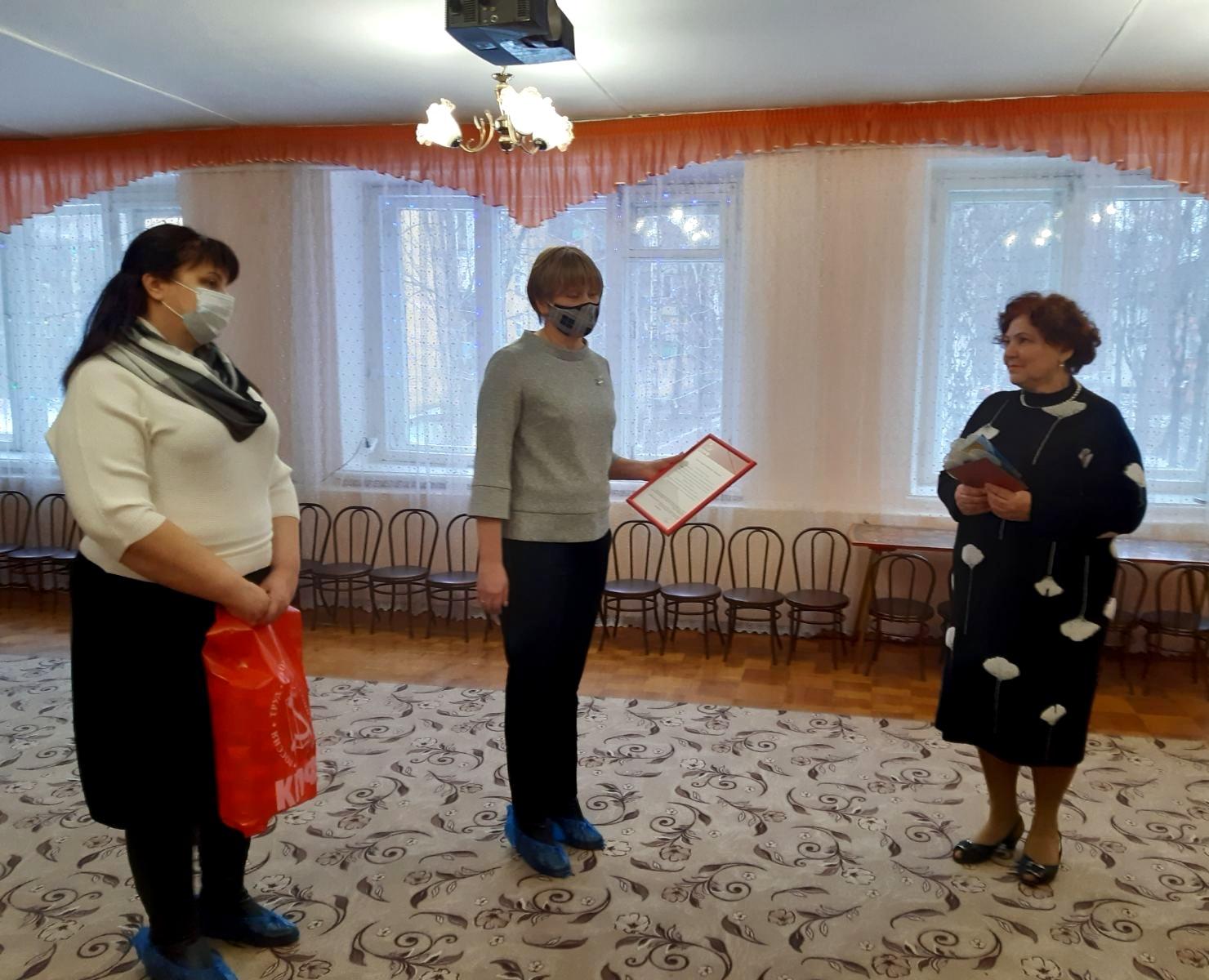 Депутаты КПРФ вручили руководителям бюджетных организаций благодарственные письма