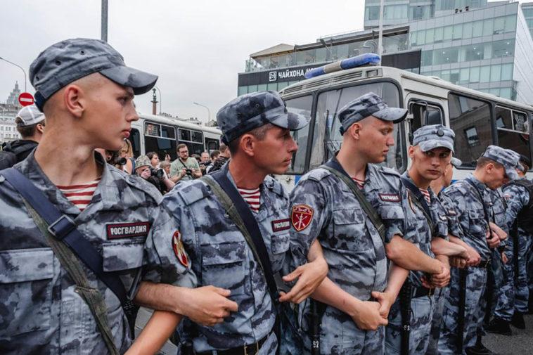 Росгвардия за год потратила 2 млрд рублей на технику и спецсредства для разгона протестных акций
