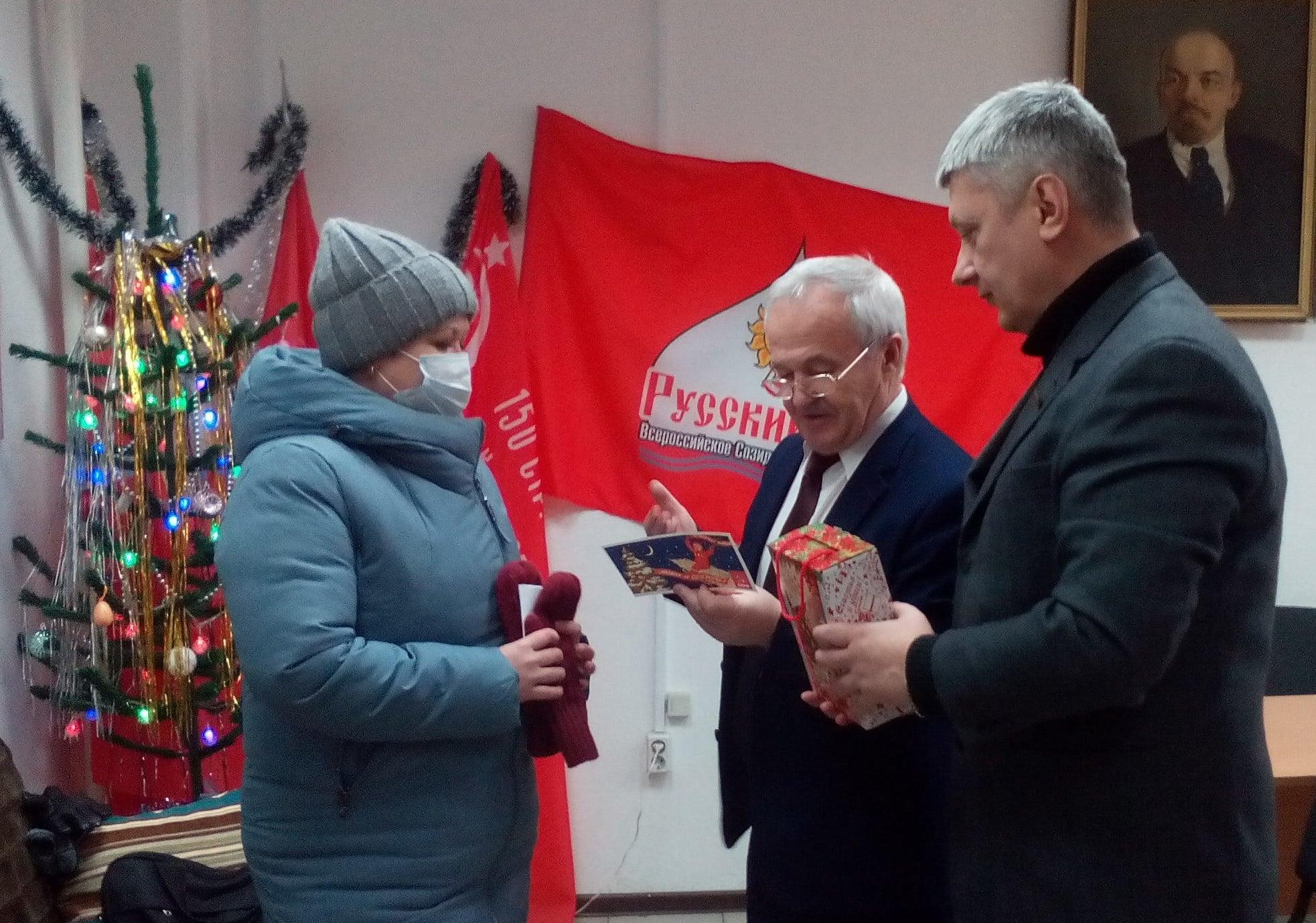 Новогодние подарки от депутатов КПРФ