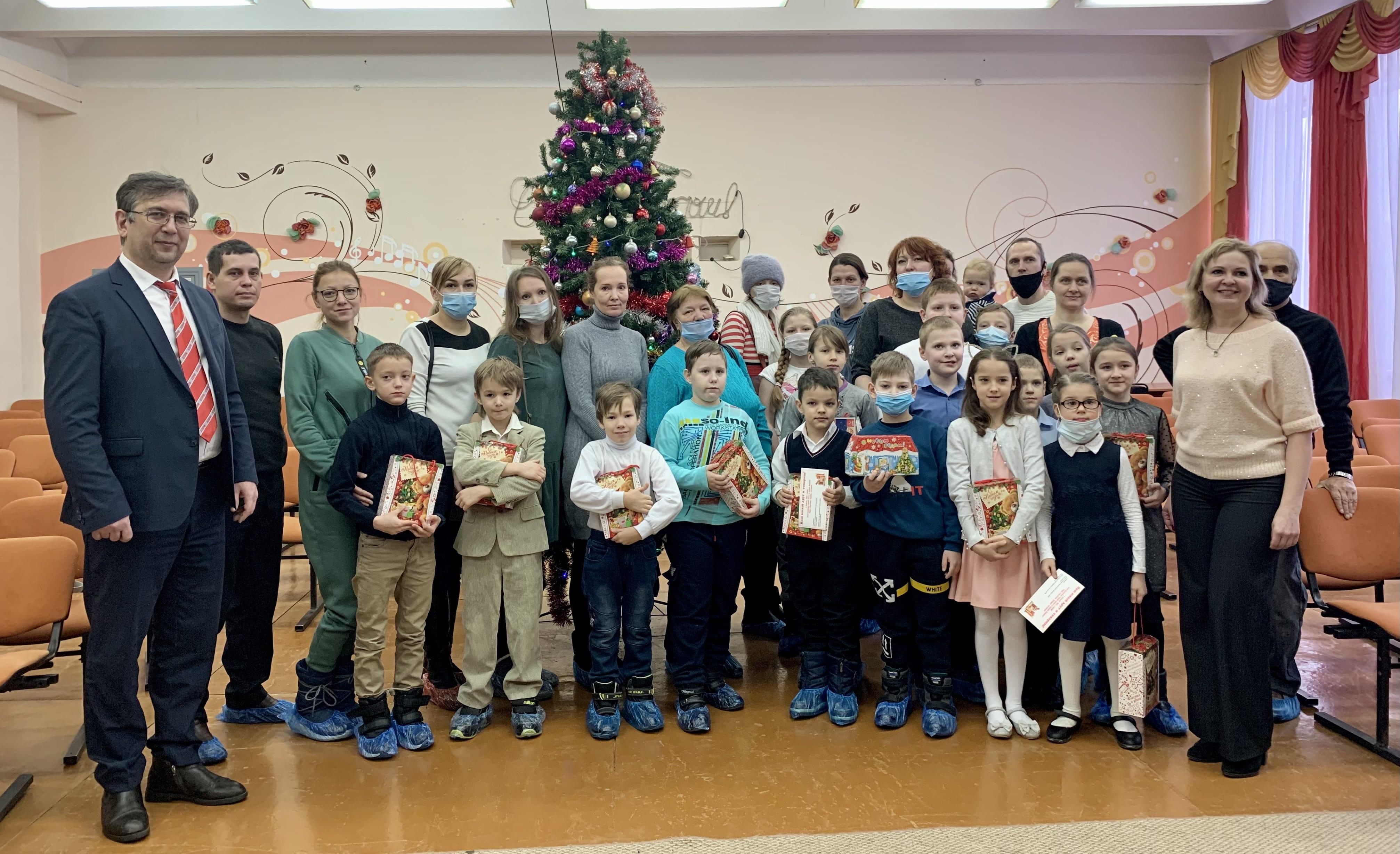 Новогодние подарки КПРФ для детей школы № 52 Заволжского района г. Ярославля