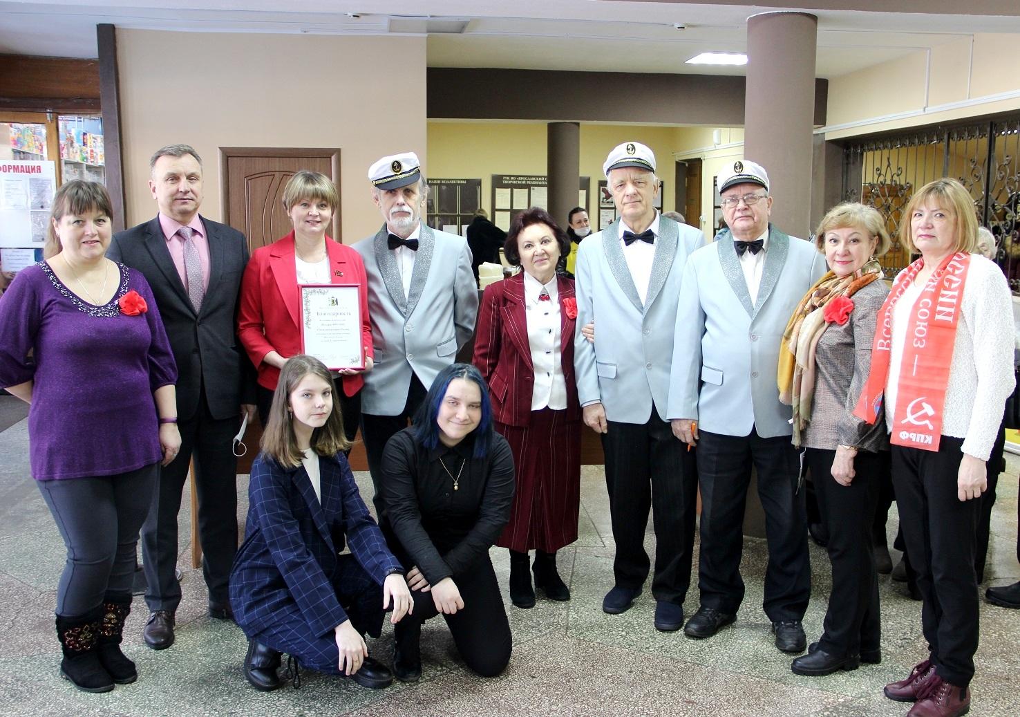 Депутаты КПРФ поздравили мужской хор «Волгари» с юбилеем