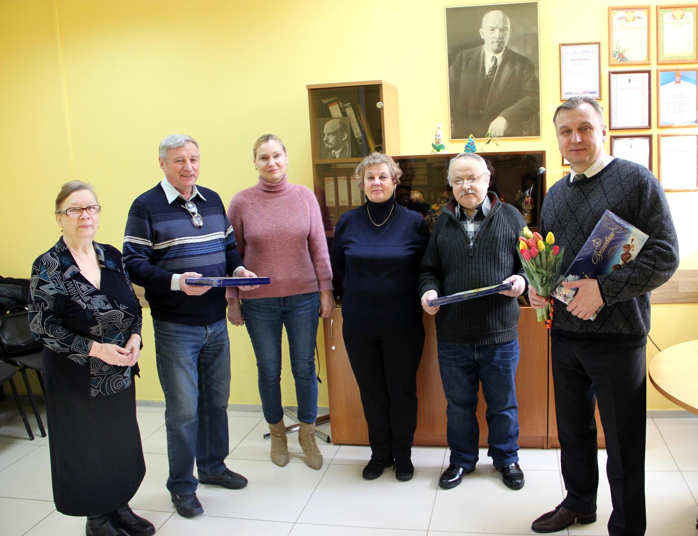 Депутаты КПРФ поздравляют женщин с 8 марта